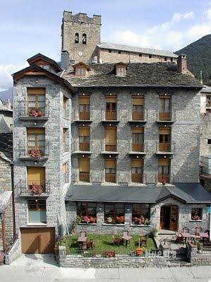 TURISMO VERDE HUESCA. Hotel y Apartamentos Gabarre de Broto.